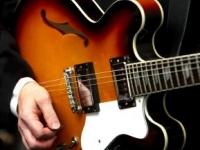silk-street-solo-guitarist